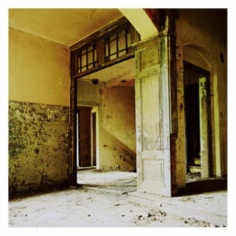 Entrée des artistes, 2011, Jeanne Fredac © Adagp, Paris, 2021